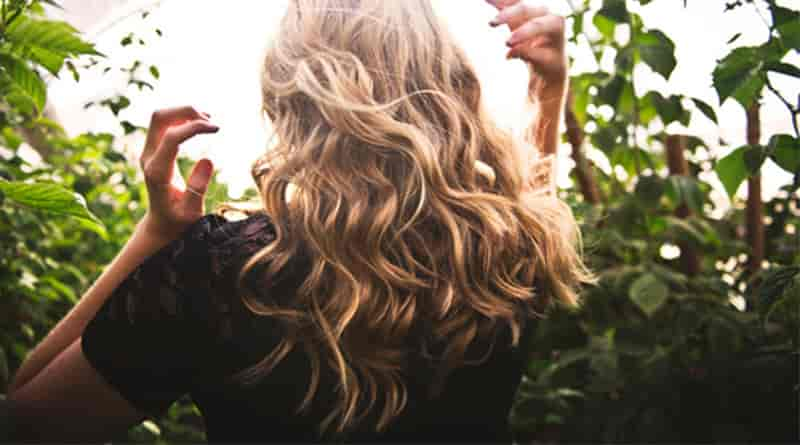 curl hair with a straightener